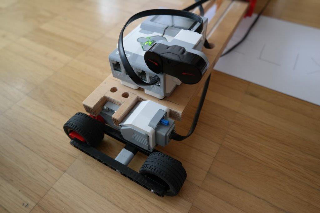 LEGO-EV3-MINDSTORMS-MAL-ROBOTER-CNC_DETAILS_05