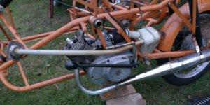 RESTAURATION Schritt 10: Motor, Auspuff, Vergaser etc. montieren